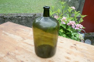 Antik grøn flaske fra starten af 1800 tallet, ca. 38 cm. høj