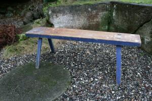 Antik ultramarin blå bænk fra sverige, ca. 124 cm lang og 42 cm høj.