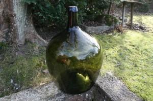 Antik grøn glasballon, ca. 55 cam høj og 41 i diameter.