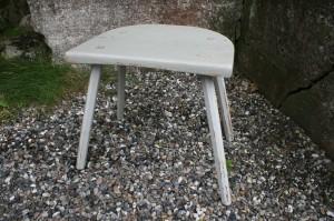 Antik gråmalet skammel på 4 ben, ca. 45x34x46 cm