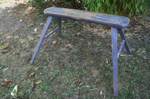 antik høj skammel/bænk i original blå bemaling, ca. 91x19x56 cm.
