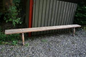 Skøn antik svensk langbænk fra dalarne med et fint slid, ca. 131x28x49 cm.