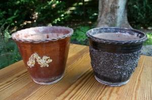 Et par antikke lerurtepotter med glasur og dekoration fra småland sverige, ca. 16 cm. høje.