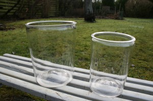 Antikke svenske sylteglas, ca. 19 og 16,5 cm høje.