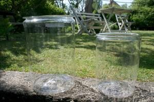 2 antikke sylteglas, ca. 26 og 20 cm høje.