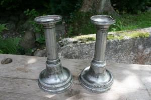 Antikke empire tin stager, ca. 19 cm høje.