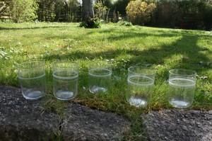 Antikke vandglas med slebne ringe, ca. 8,8-9 cm høje.