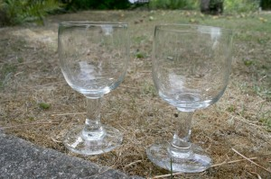 Antikke vinglas i ballong form, ca.14 og 13,6 cm høje.