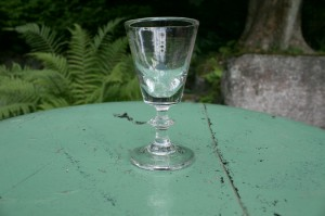 Lille gammelt fint glas, ca. 10 cm.