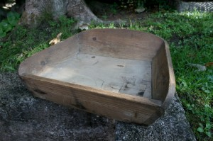 Antikt hakkebrædt, kan bruges til frugt grønt eller det det har været tiltænkt, ca. 48x30 cm.