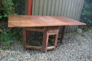 Skønt antikt slagbord med original bemaling, ca. 189x103x78 cm.