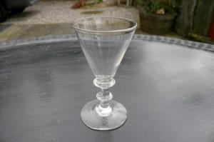 Antikt glas Anglais af spidsglas type, ca. 11,5 cm.