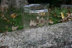 Fint antikt sylteglas med optiske lodrette striber, ca.15 cm højt.
