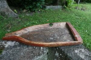 Antik bemalet osterende, kan bruges som lysefad m.m. 32x62 cm. tud.
