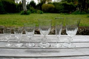 Antikke gamle chr. d. Vlll berlinois glas snaps 8,7-9 cm, hedvin 10-10,5 cm, hvidvin 12,1-12,3 cm, champagne fløjter 15,8-16,3 cm, rødvin 14,3-15,4 cm. øl glas 15,5-16 cm.