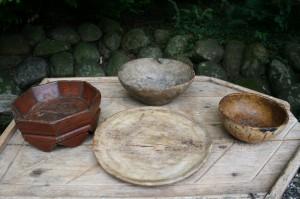 Div. antikke træskåle og træting.