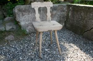 Skøn antik lille stol almue stol, sædehøjde ca. 40 cm.