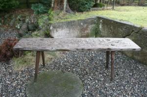 Rustik gammel slagtebænk som kan bruges til blomster eller at sidde på, ca.162x39x52 cm.