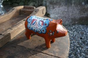 Gammel dalar gris i fin stand, ca. 14 cm lang og 8,5 cm høj.