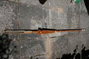 Gamle Grønlandske fangstspyd, ca. 196 cm. langt.