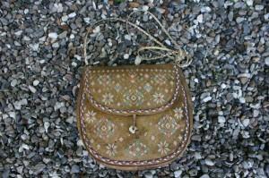 Fin gammel Grønlandsk dametaske med skulderrem.