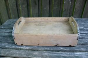 Fin gammel rustik kasse til at hakke på, ca. 40x25 cm.