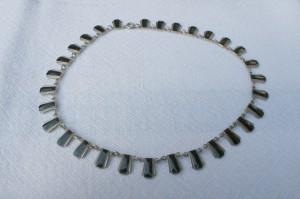 Halssmykke med sten i sterling sølv, templet VB sterling af Volmer Bakner.