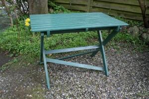 Gammelt fint grønt havebord til at klappe sammen, ca. 99x59x70 cm.