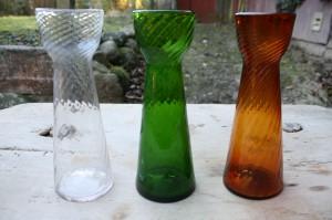 Danske hyazintglas klart, grønt og ravfarvet, ca. 23 cm højt.