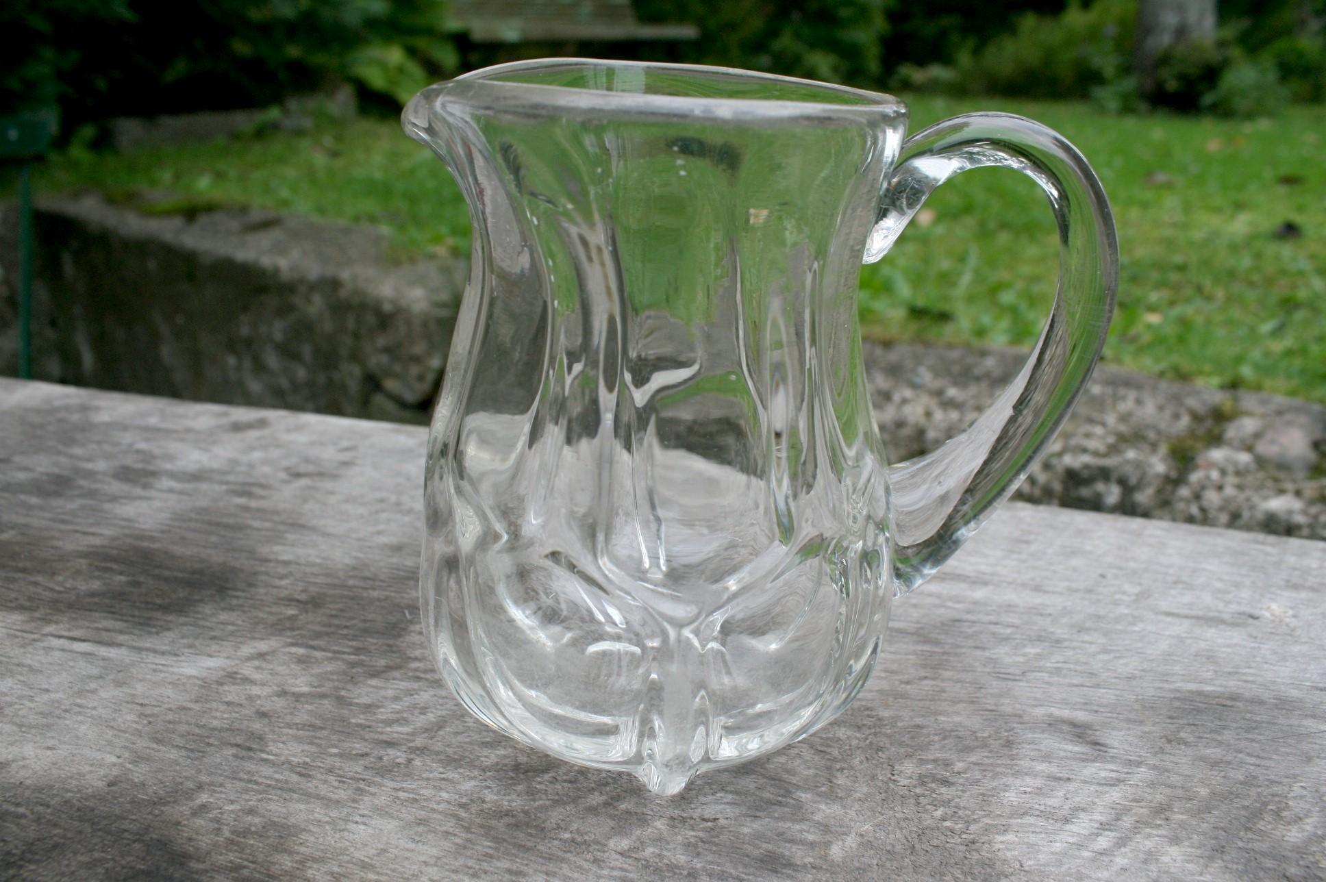 Fin gammel glas mælkekande dansk glasværk.