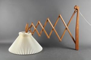 Le Klint sakselampe i eg, stor model ca. 51 cm. høj.