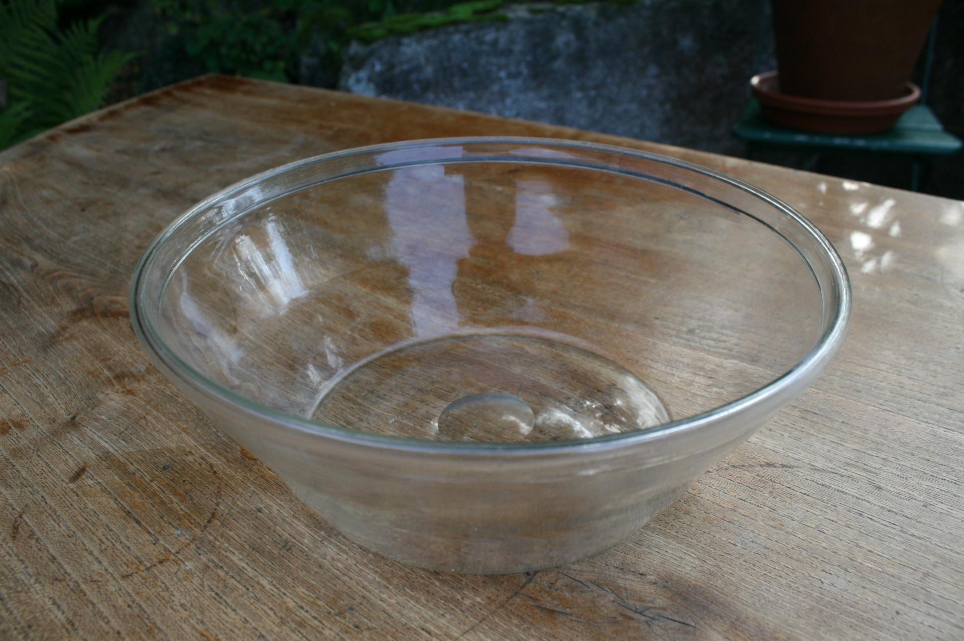 Antik mælke skål i glas uden hældetud.