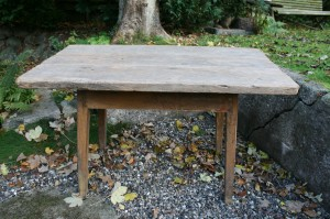 Antikt mindre rustikt bord med tyk plade, ca. 125x71x76,5 cm Antikt mindre rustikt bord med tyk plade, ca. 125x71x76,5 cm