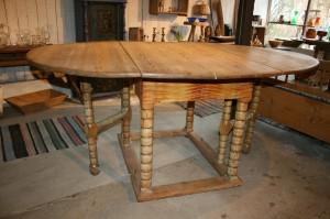 Fint Norsk slagbord / klapbord med oval plade og bemalt originalt, Ca.173x117x79 cm.