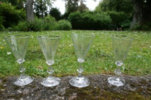Antikke snerleglas / paraply glas, ca. 10,8 - 11,1 cm høje.