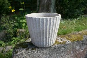 Gammel retro sandstens havekrukke, ca. Ø 38 cm og 30 cm. høj.