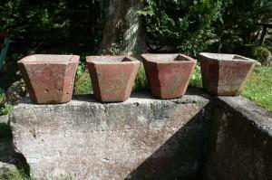 Gamle skønne urtepotter støbte med bemaling, ca. 24 cm høje.