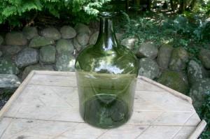 Stor grøn antik flaske fra sverige, ca. 40 cm høj.