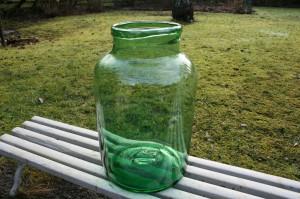 Stort antikt grønt glaskrukke vase, ca. 34 cm højt.