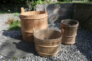 3 tratønder antikke fra sverige, højde: 50, 29, 37 cm.
