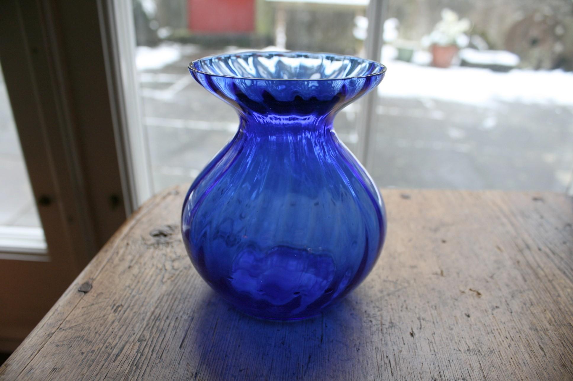 Blåt lavt hyacintglas fra dansk glasværk.
