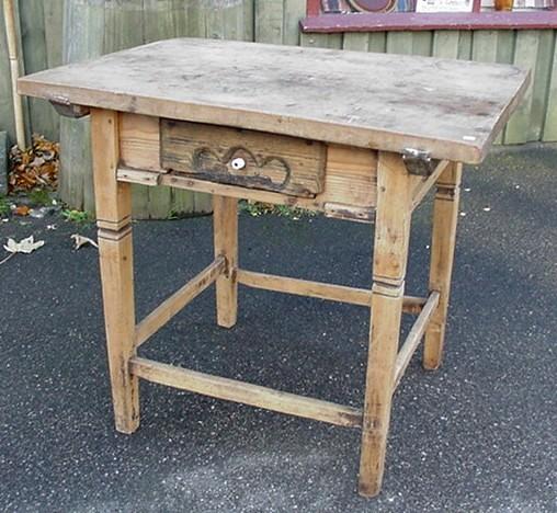 Antikt svensk køkkenbord med tyk birketræsplade
