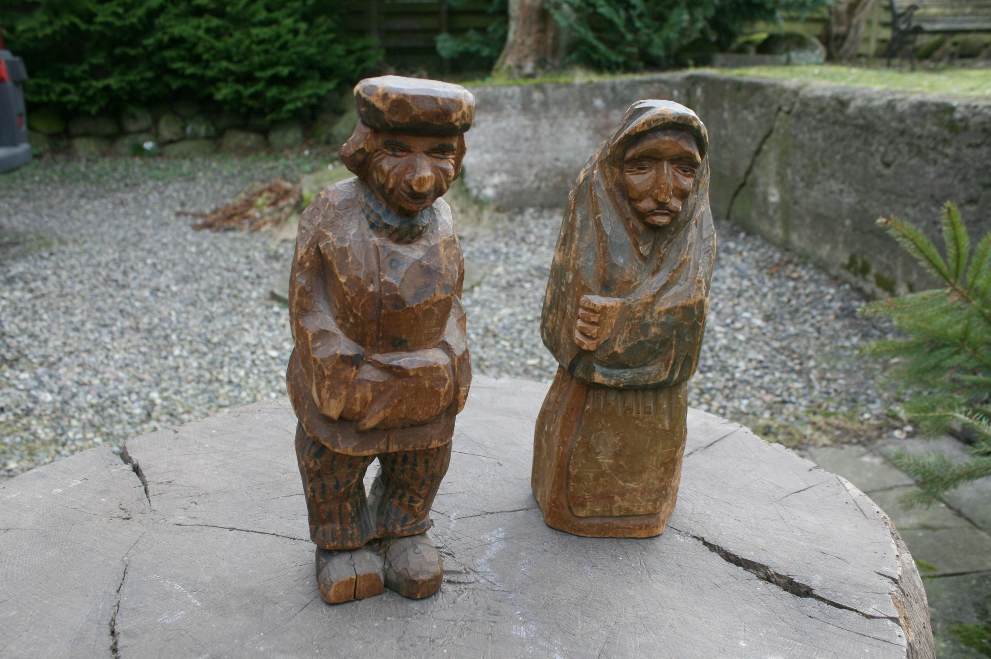 Et par svenske træfigure fra 1900 tallet.