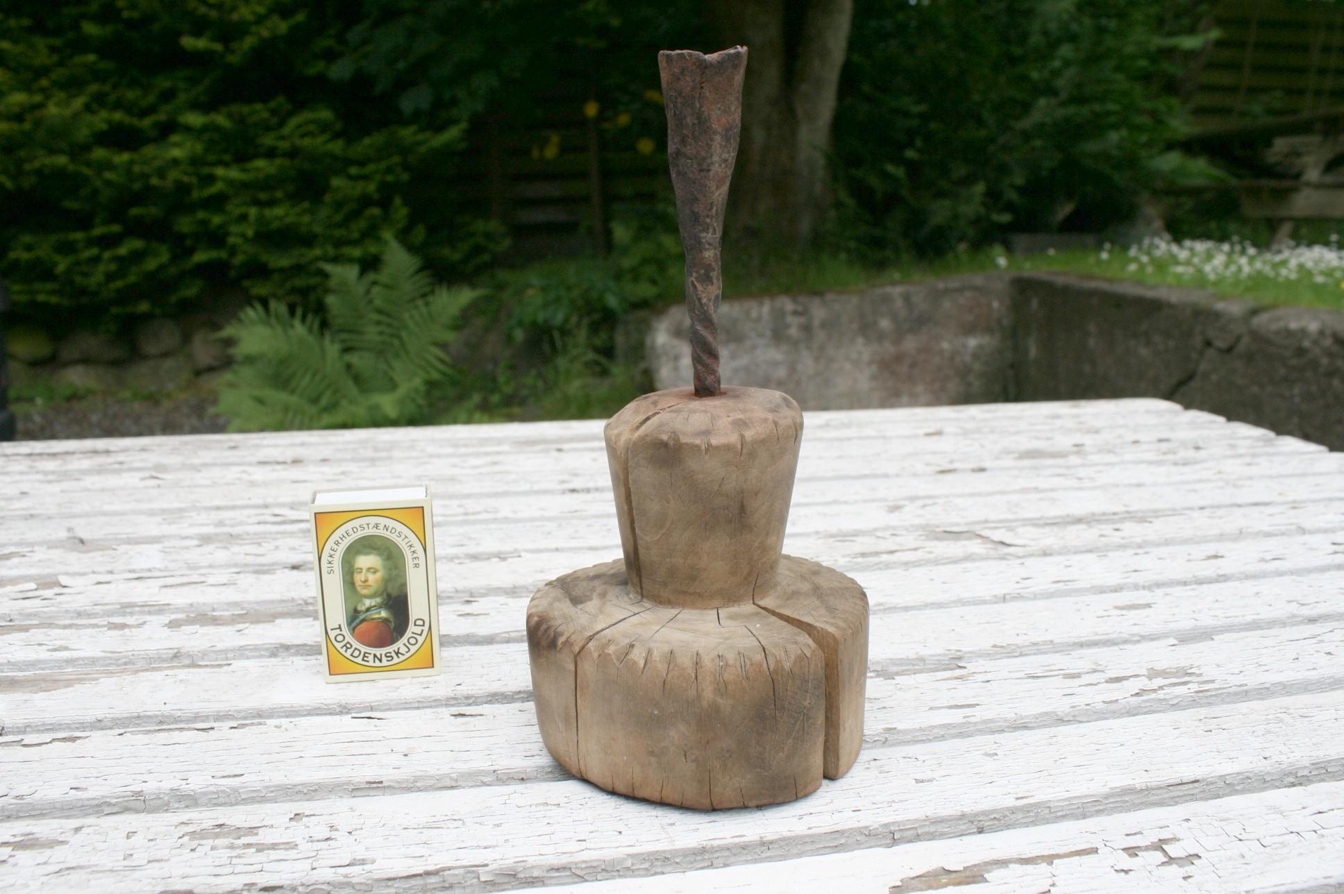 Unik trælysestage fra 1700 tallet.