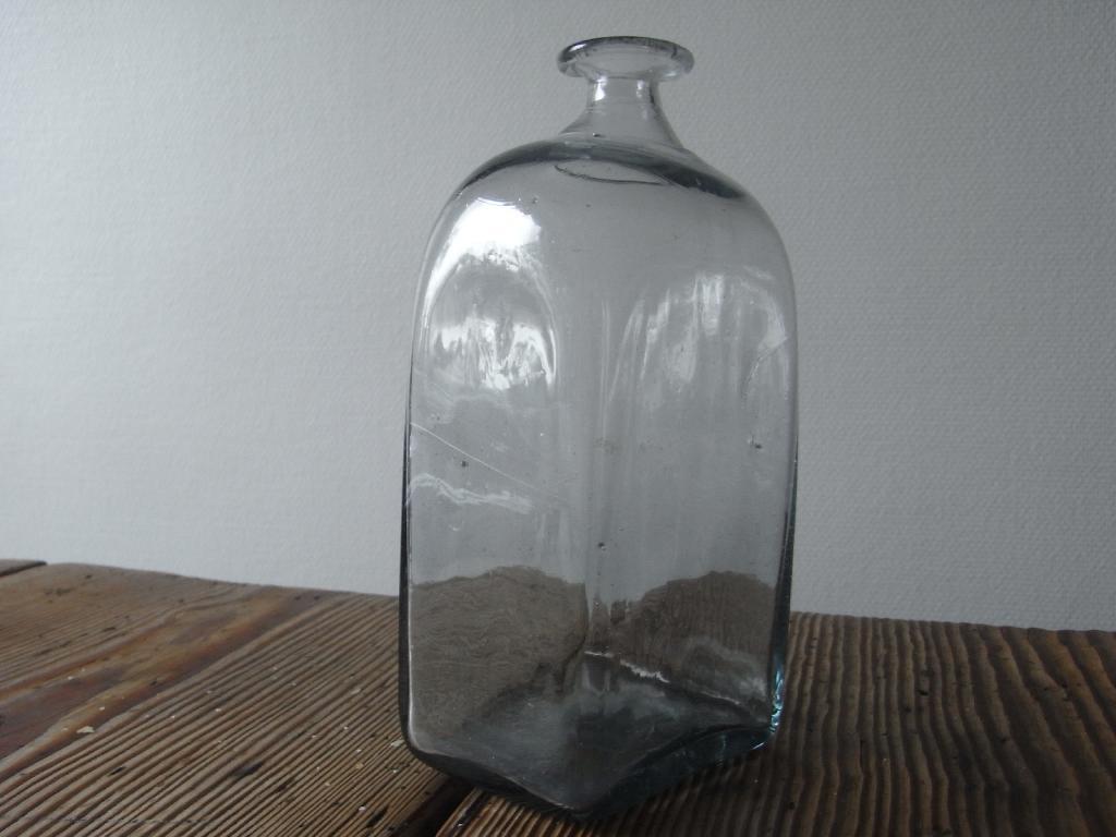 Antik svensk kantinflaske i rigtig fin stand.