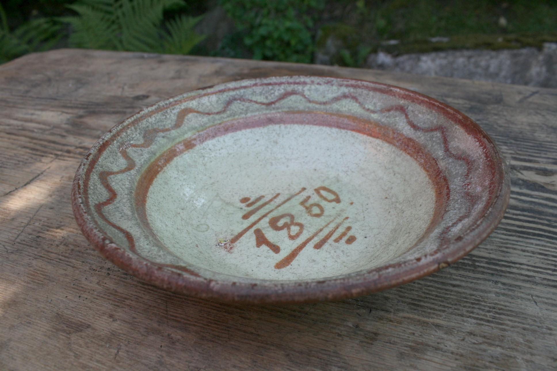 Flot helt lertøjs skål dateret 1850.