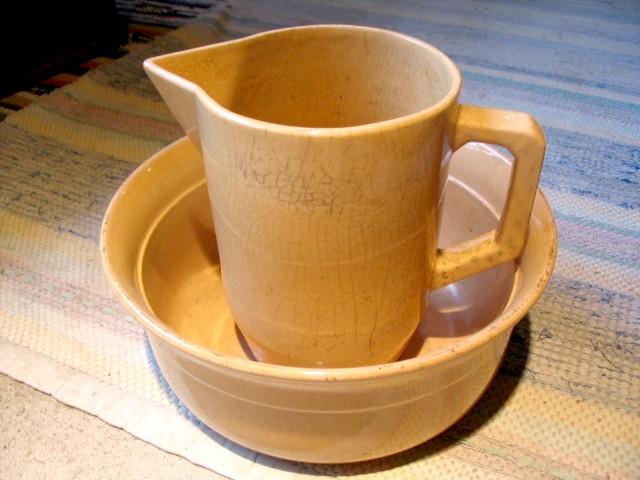 Et lertøj savante sæt i lysgul glasering fra Bornholm.