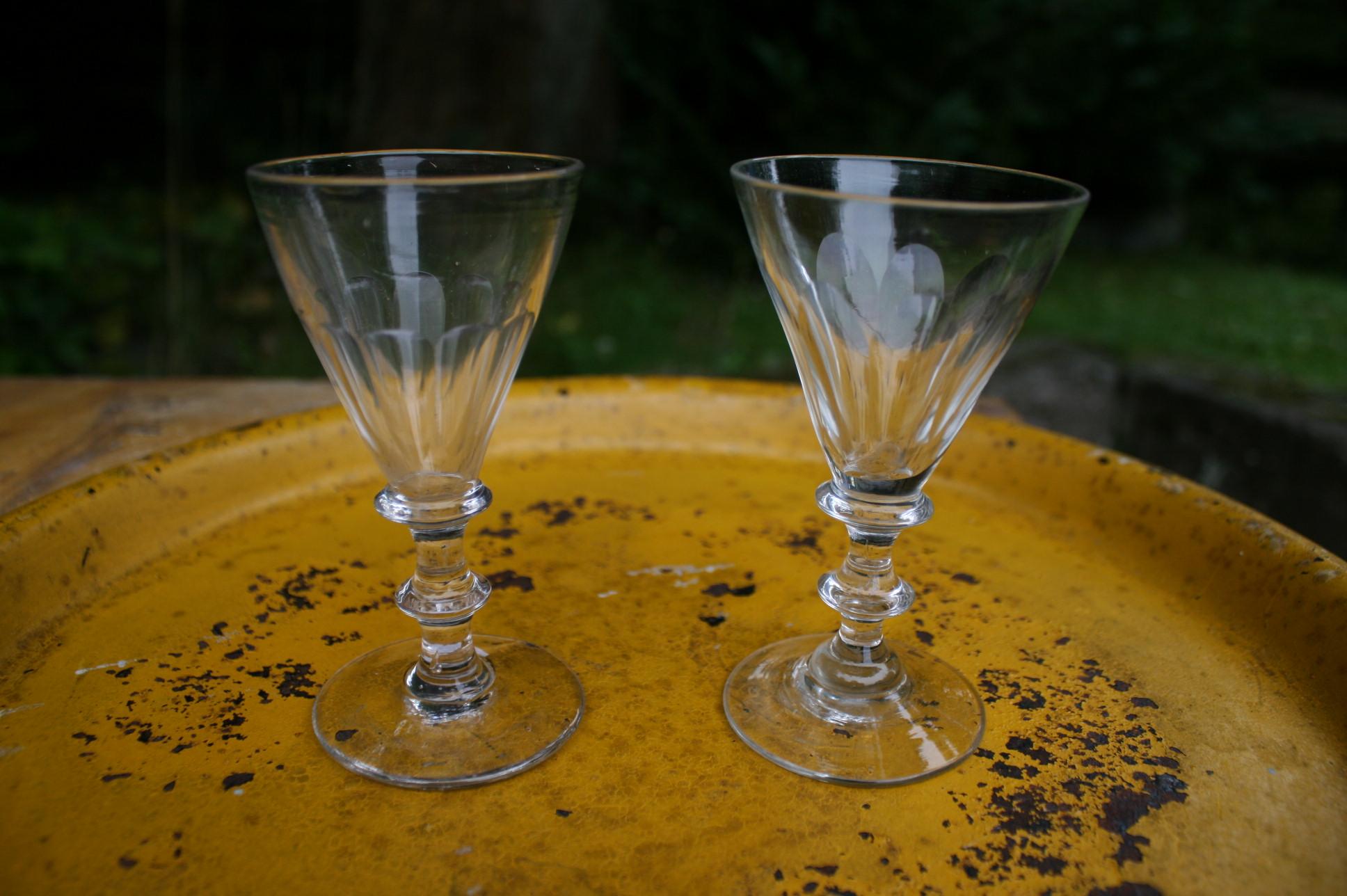 Et par slebne anglais glas fra 1800 tallet.