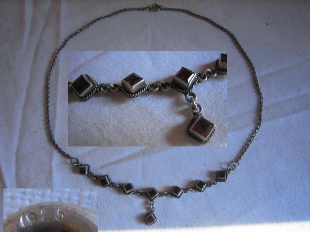 Fin gammel sterling sølv halskæde med granater. design møbler smykker.