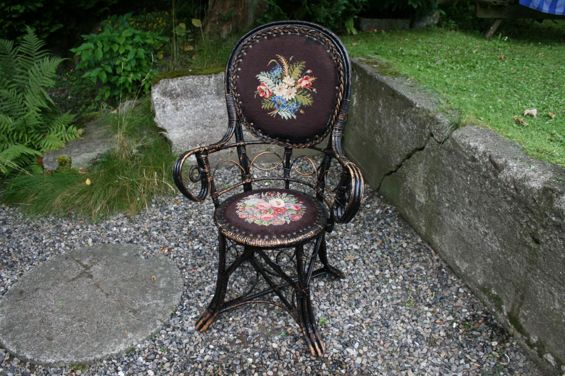 Meget fin antik fletet stol med brideret sæde og ryg.
